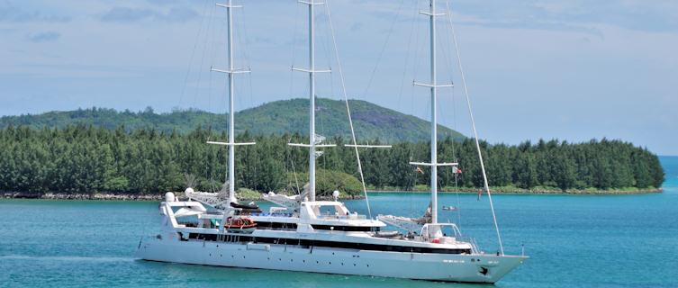 Enjoy a yacht trip in the Seychelles